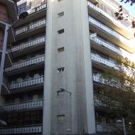 Estado original de Portugal 20, previo a la instalación de la fachada ventilada de OYRSA. Imagen de la fachada en esquina avenida de Portugal con calle Núñez de Balboa.
